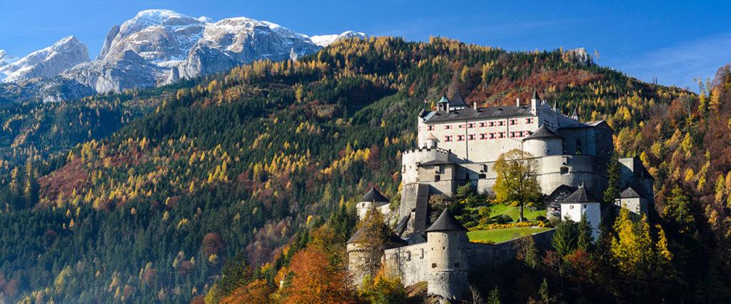 Pfandlinghof Grossarl, Ausflugsziele Salzburger Land, Burg Hohenwerfen mit Hochkönig im Hintergrund©österreich Werbung Volker Preusser